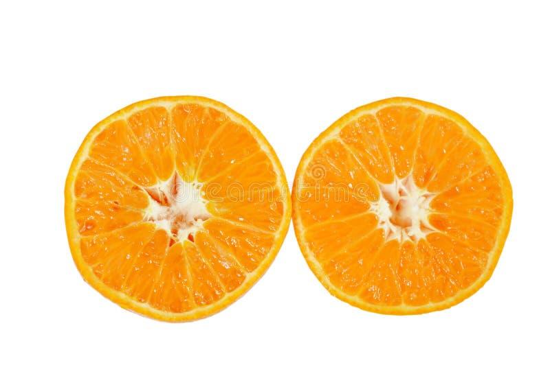 Orange halvt klipp med vattendroppe på vit bakgrund royaltyfria bilder
