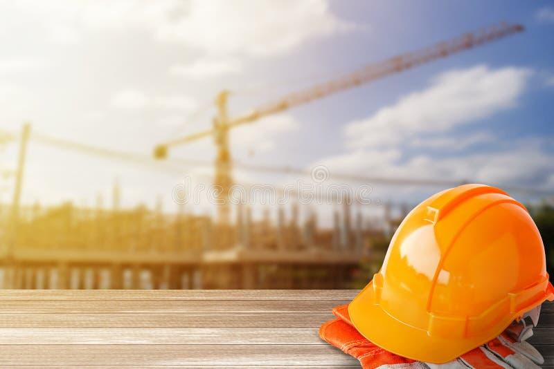 Orange hatt för konstruktion för säkerhetshjälm arkivbild