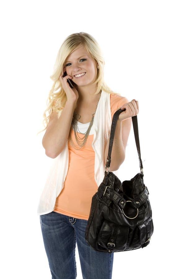 Orange Hemd und Fonds des Mädchens am Telefon lizenzfreies stockfoto