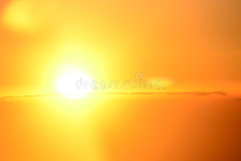 Orange himmel och moln royaltyfria foton