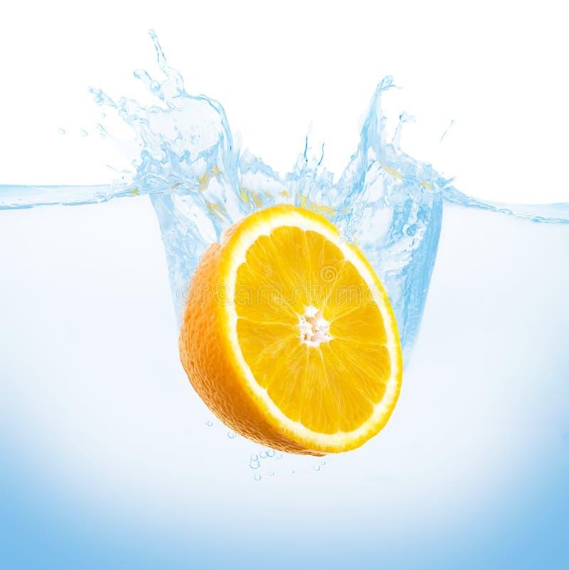 Orange im Wasser lizenzfreies stockfoto