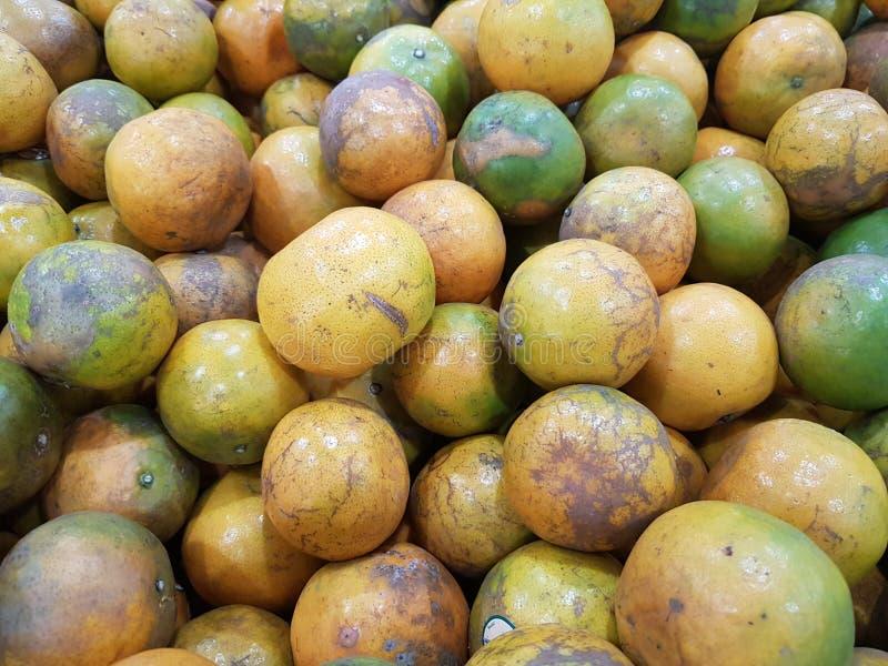 Orange ist eine Frucht, die wertvoll und für Gesundheit gut ist Es hat hohes Vitamin C stockfotos