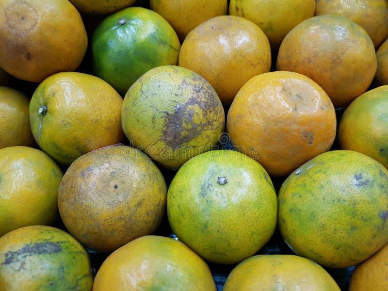 Orange ist eine Frucht, die wertvoll und für Gesundheit gut ist Es hat hohes Vitamin C lizenzfreies stockbild