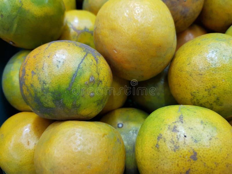 Orange ist eine Frucht, die wertvoll und für Gesundheit gut ist Es hat hohes Vitamin C lizenzfreie stockfotos