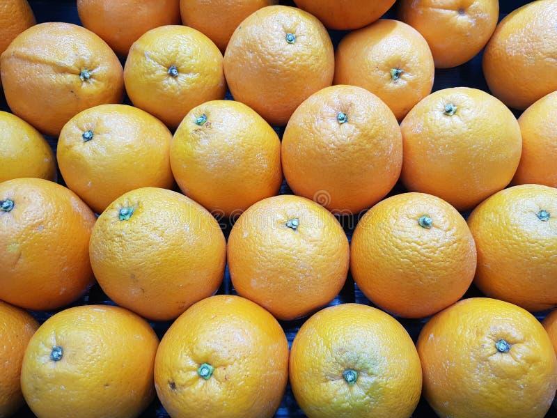 Orange ist eine Frucht mit hohen Vitaminen stockfotos