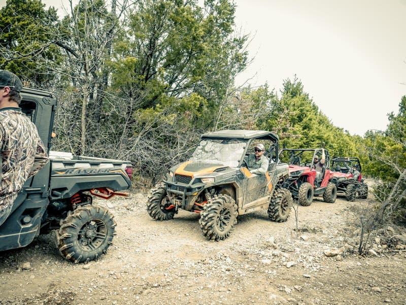 Orange Jeep Rock Crawling arkivbilder