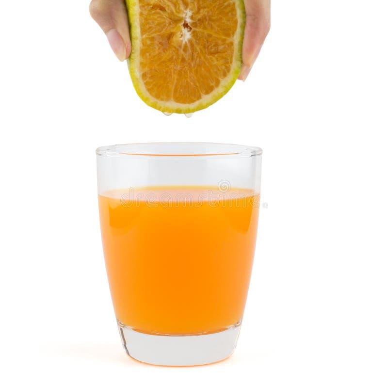Orange juteuse de compression de main photos libres de droits