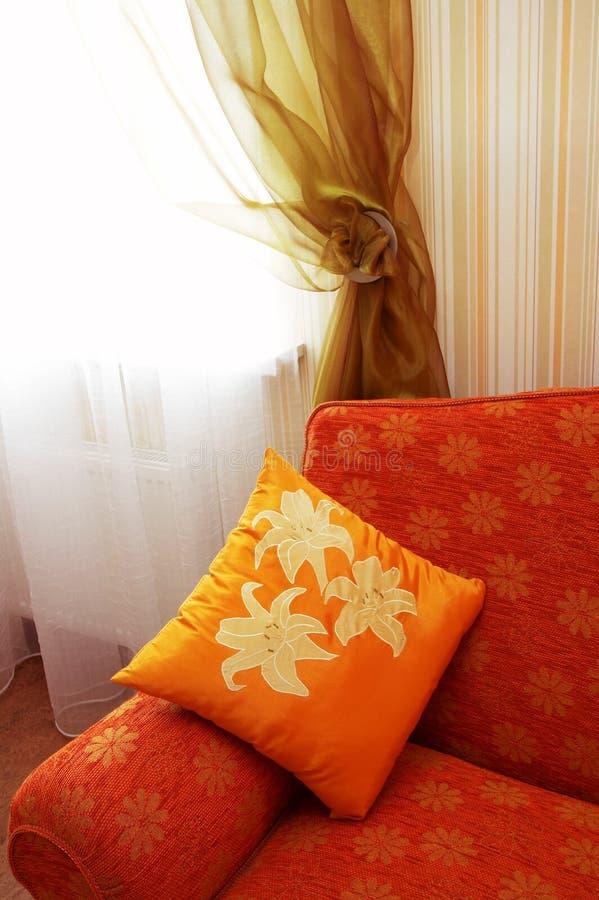 Orange Kissen lizenzfreies stockbild
