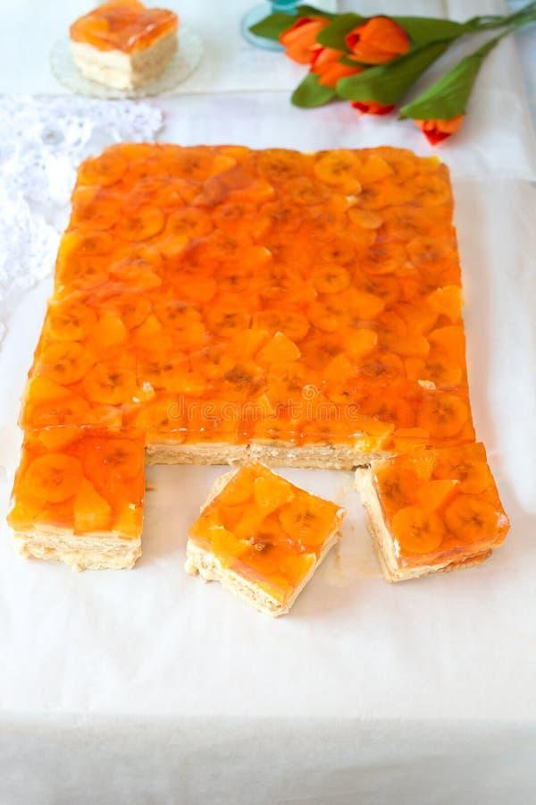 Orange Kuchen der Banane mit Gelee stockfotografie
