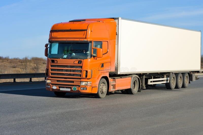 orange lastbilwhite för behållare arkivfoto