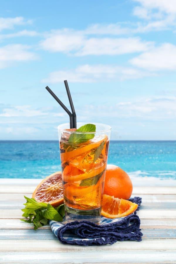 Orange lemonad med mintkaramellen royaltyfria foton