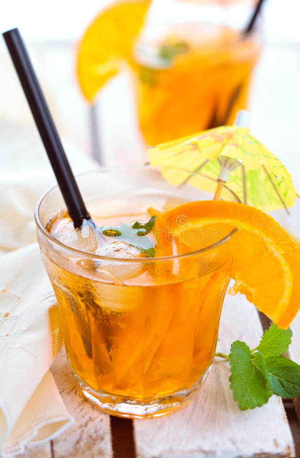 Orange Limonade mit Minze stockfoto