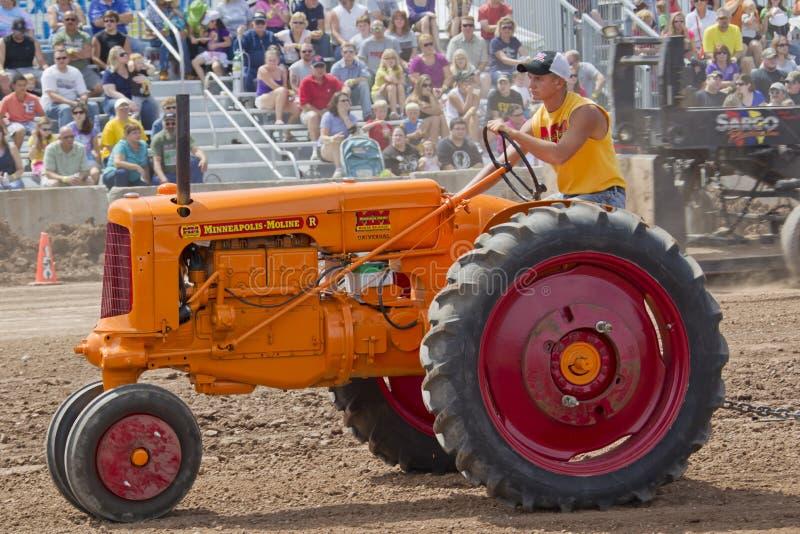 Orange Minneapolis Moline traktor arkivfoto