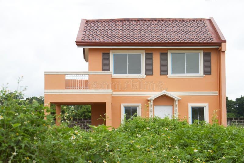 Orange modernes Haus stockbilder