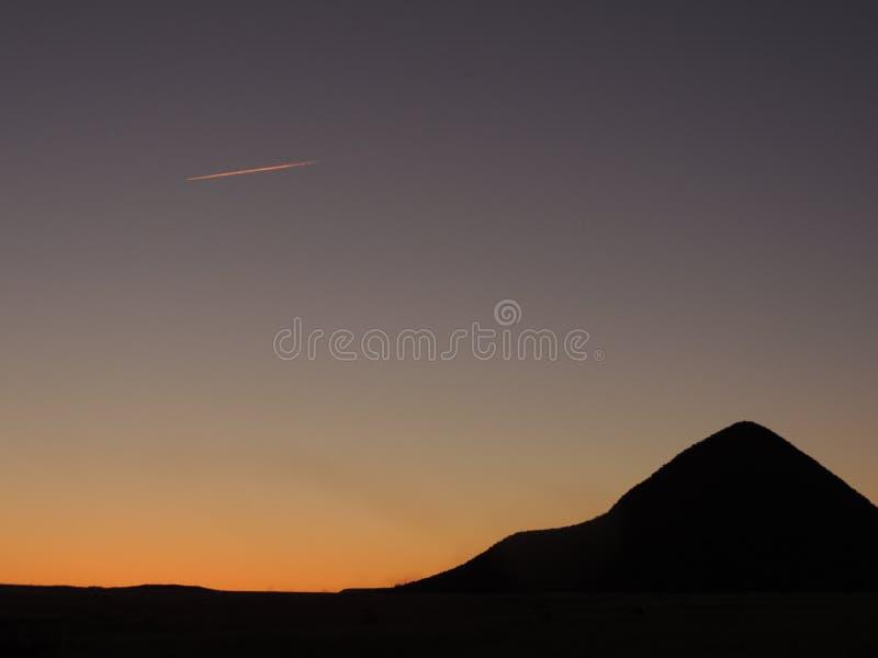 Orange moln på blåa himlar royaltyfri foto