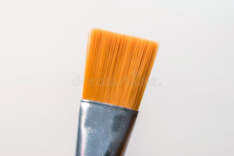 Orange Pinsel auf weißem Hintergrund stockfoto