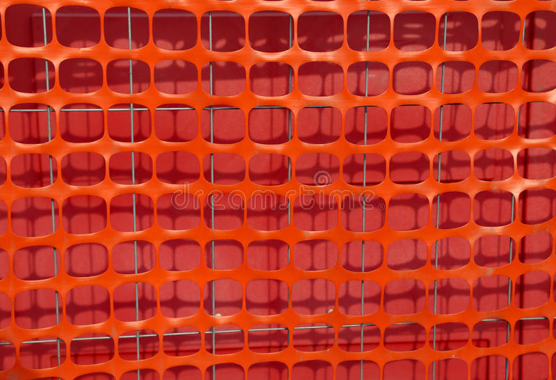 Orange Plastikschutznetz für die Abgrenzung des Bereichs einer Gestalt lizenzfreie stockbilder