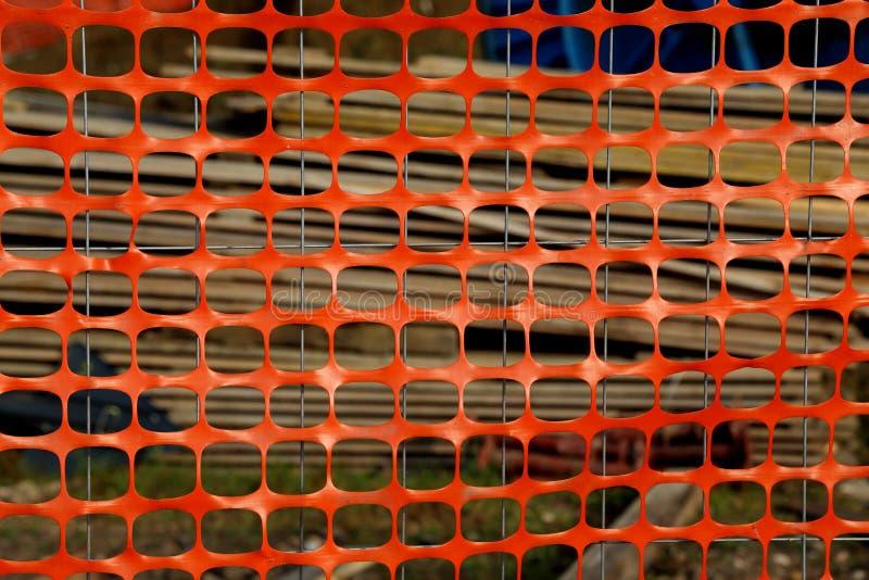 Orange Plastikschutznetz für die Abgrenzung des Bereichs eines dange stockfotografie