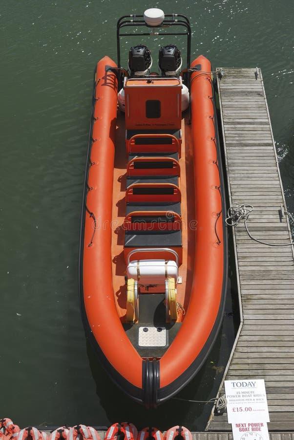 Orange RIPPE in Brighton Marina. Sussex. England lizenzfreies stockbild