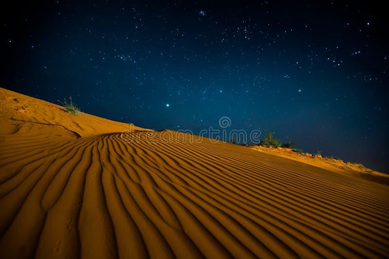 Orange Sanddünen nachts stockbilder
