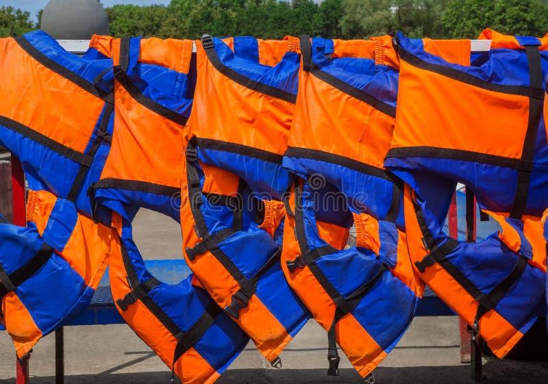 Orange Schwimmwesten lizenzfreies stockfoto
