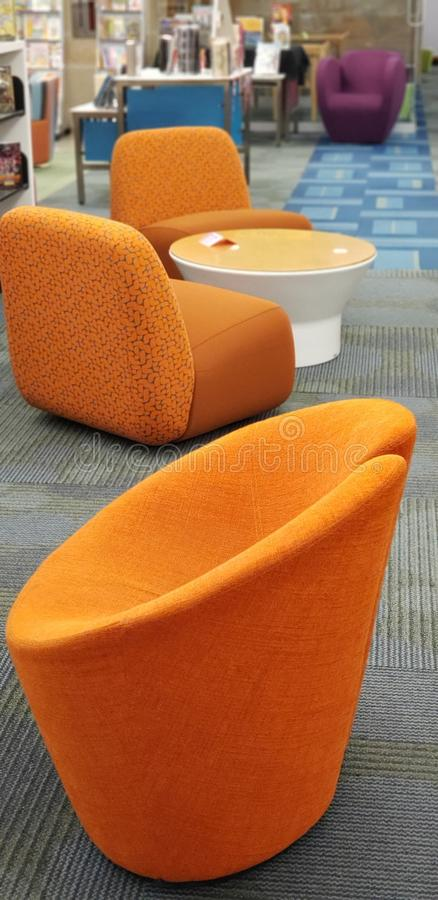 Orange Sitze lizenzfreie stockfotos