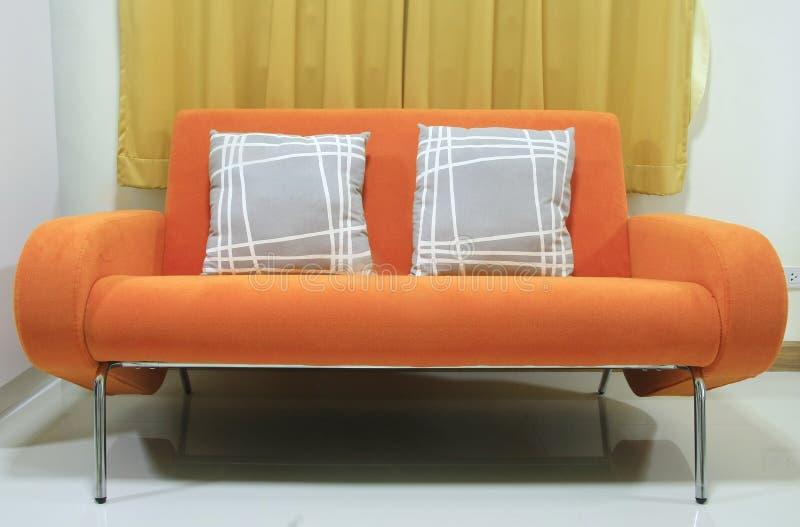 Orange Sofa lizenzfreie stockfotografie
