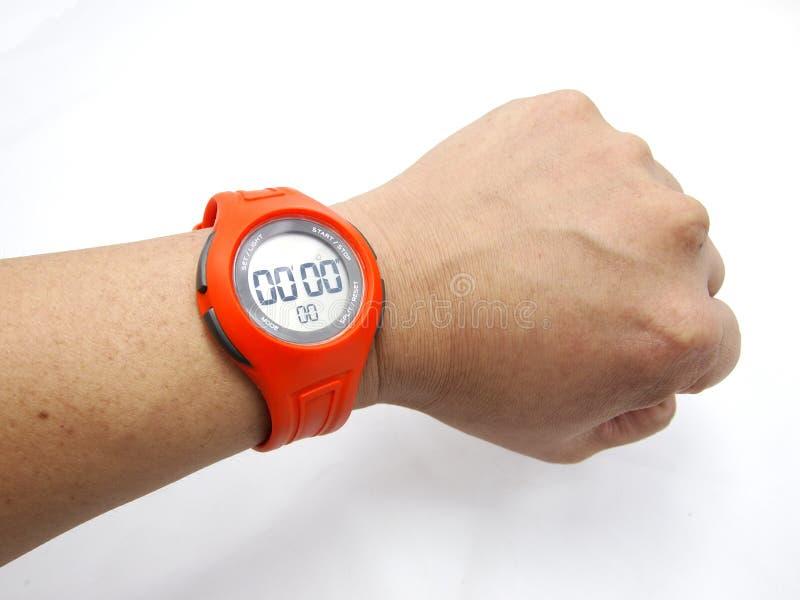 orange sportwatch för hand arkivbild