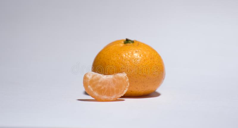 Orange sur le fond, images stock