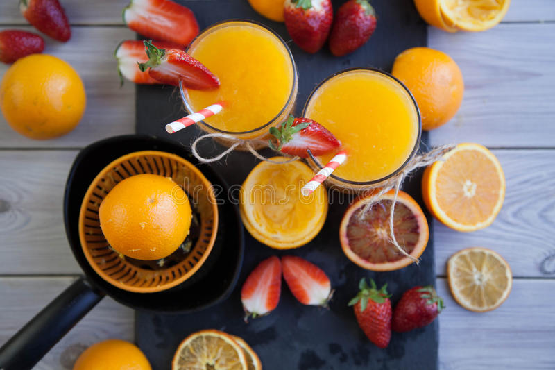 Orange und Erdbeere lizenzfreie stockbilder