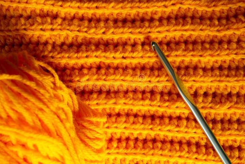 Orange virkad textur och krok royaltyfri fotografi