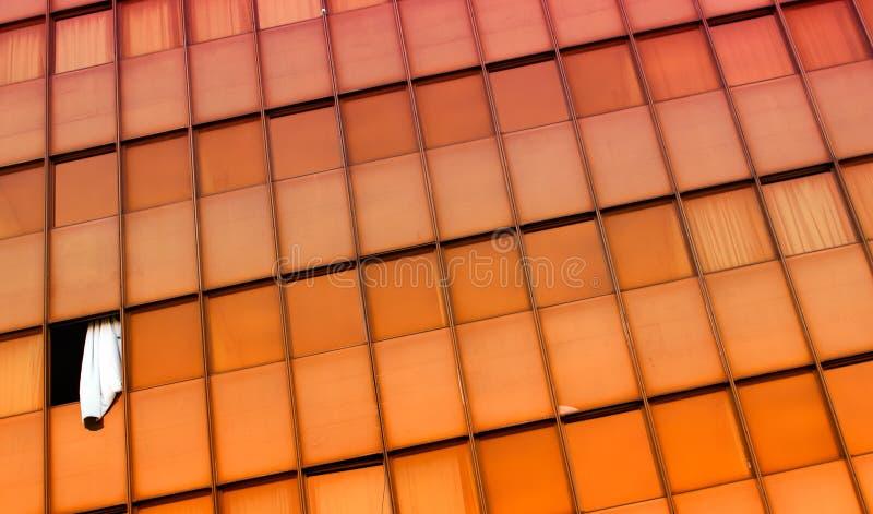 Orange Windows und ein Vorhang stockbild