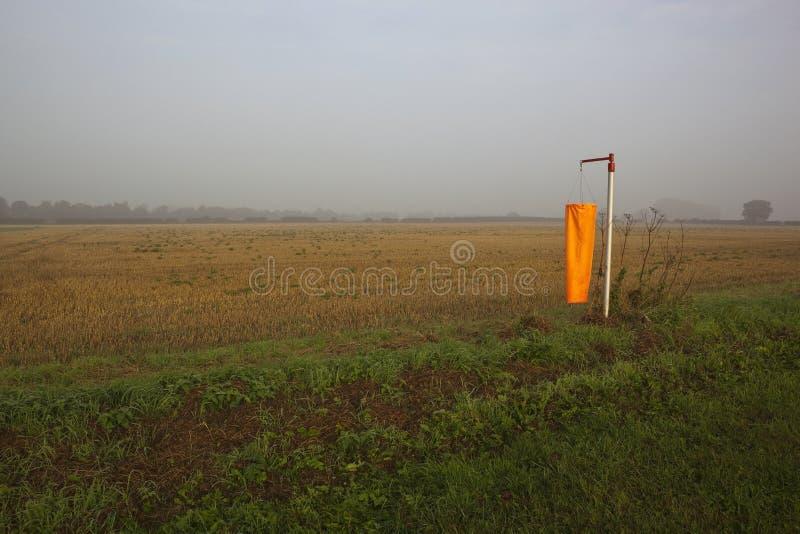 Orange Windsocke im Nebel stockbilder
