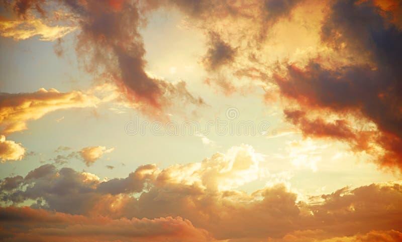 Orange Wolken stockfotos