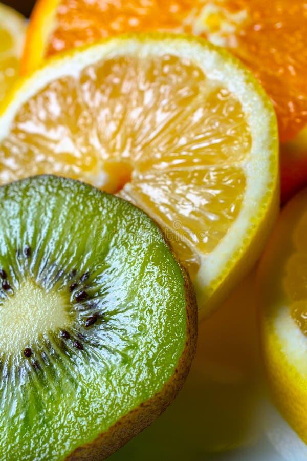 Orange, Zitrone und Kiwi überlagert lizenzfreie stockbilder
