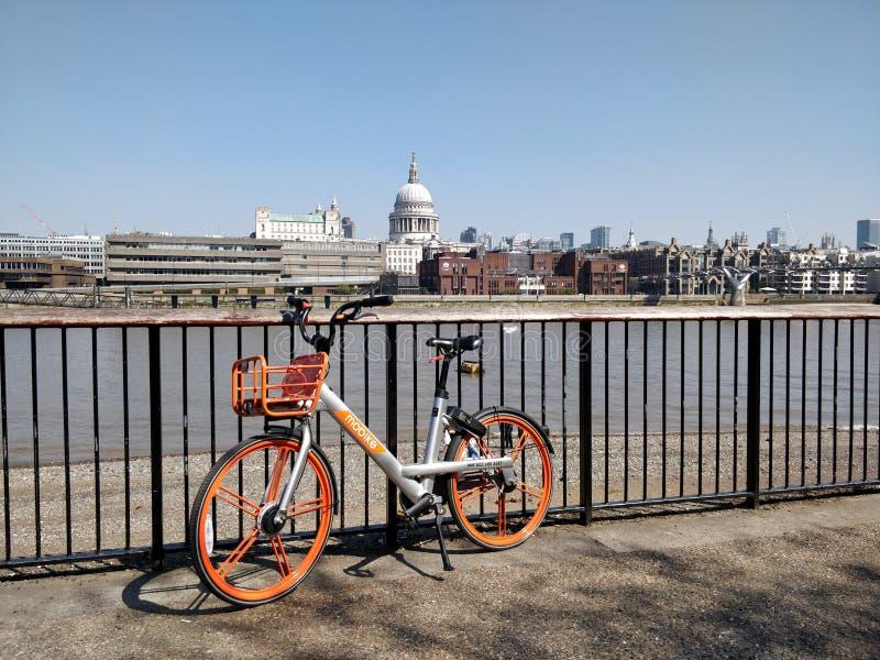 Orangebike 免版税库存照片