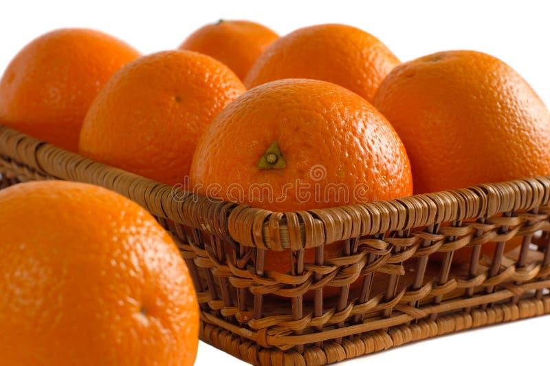 Orangen in einer Krippe stockbilder