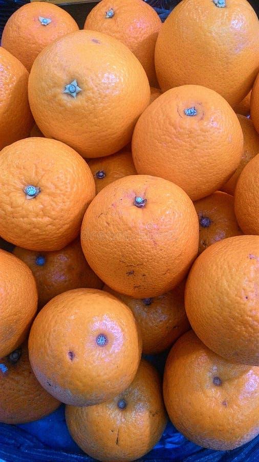 Orangen im Korb lizenzfreies stockbild