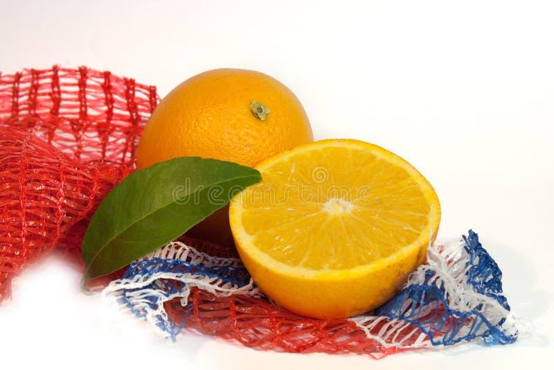 Orangen mit einem Blatt stockfoto