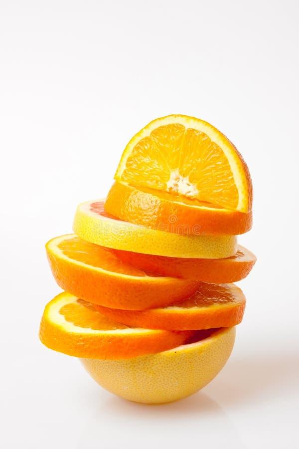 Orangen- und Pampelmusescheiben lizenzfreies stockbild
