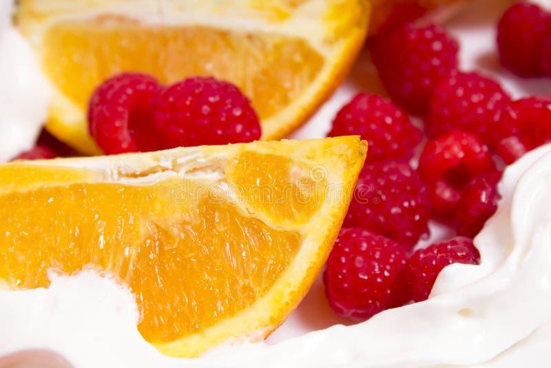 Orangen und rasberry lizenzfreies stockfoto