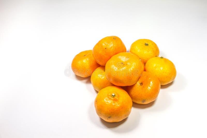 Orangenfrucht gesetzt auf lokalisierten weißen Hintergrund stockfoto
