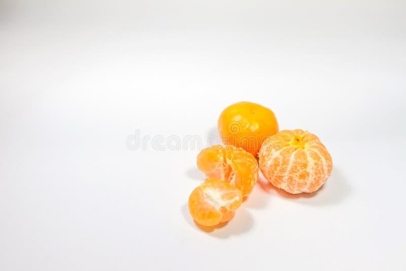 Orangenfruchtlage lokalisiert auf weißem Hintergrund lizenzfreies stockfoto