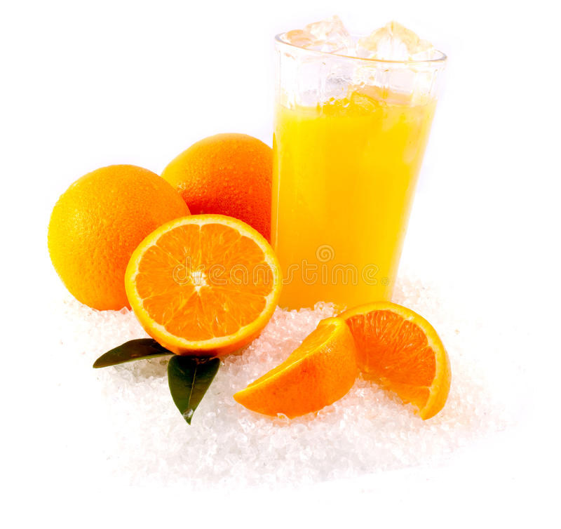 Orangensaft auf Eis stockfotos