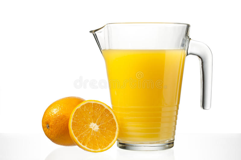 Orangensaft im Krug lizenzfreies stockbild