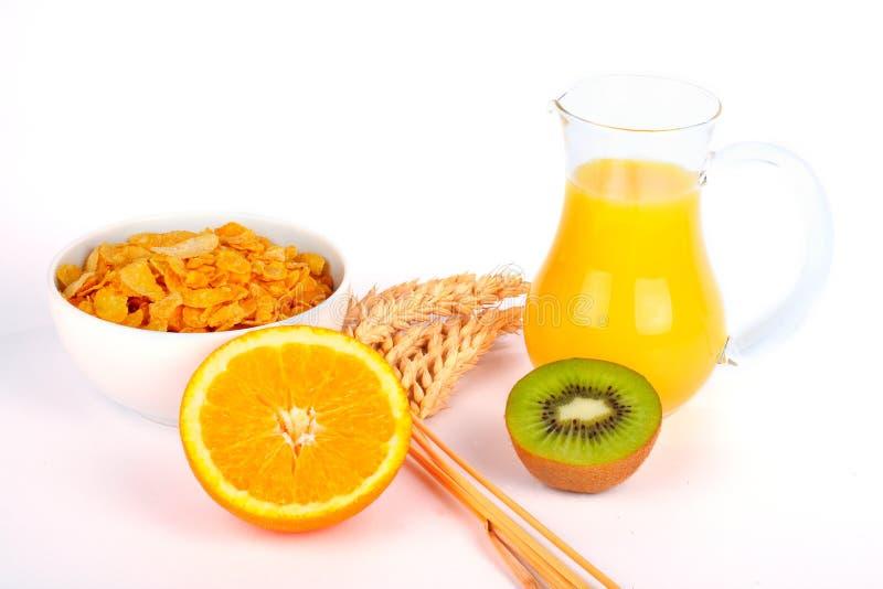Orangensaft und Getreide mit Kiwi lizenzfreie stockfotografie