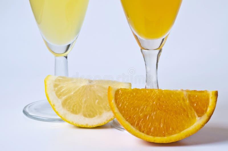 Orangensaft und Zitronensaft lizenzfreie stockfotografie