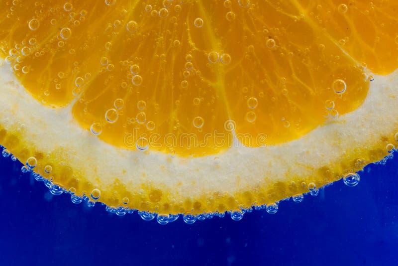 Oranges avec des bulles image stock