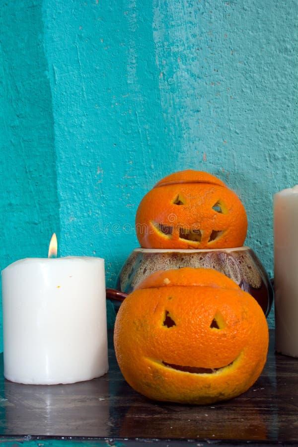 Download Oranges Avec Les Visages Découpés Photo stock - Image du fond, potion: 77154078