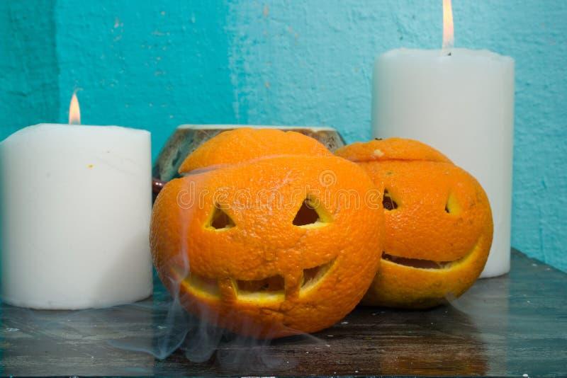 Download Oranges Avec Les Visages Découpés Image stock - Image du effrayant, fumée: 77155949